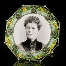 Giverney Green Mother of Pearl Round Frame