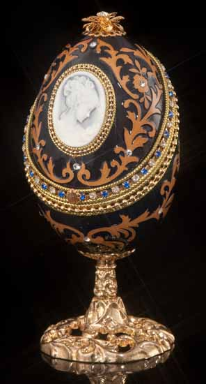 Jeweled Nocturne Cameo Musical Egg