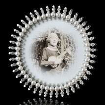 Jubilee Round Pearl and Crystal Frame
