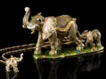 Inseparable Elephants Jeweled Box With Necklace